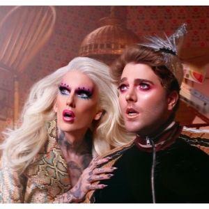 Jeffree Star Makeup - Shane Dawson X Jeffree Star Pink Pig Hand Mirror